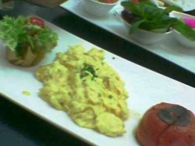 The scrambled eggs... it was good, o the presentain cool...