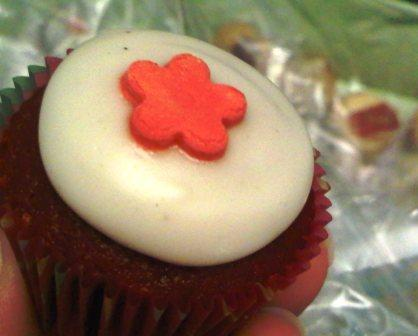 The red velvet cupcake... the current Habba cupcake in K-town! I loved it... in comparision to the ones i had aborad, it definitely is made up to bar! Must Try for Habba-Holics :D