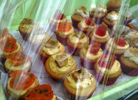 The Ramadan Tray has 30 mini Cupcakes in 5 different flavors...