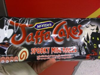 New Halloween Jaffa Cakes Rolls... Heartwrenching! better than the original Jaffa Cakes a million times!