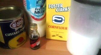 The rest of the ingrediets: Sugar, milk,vanilla, and custard powder – i didnt use the corn flour oho raz wayha bel sora-